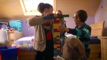 Pour l'enfant, la famille d'accueil peut devenir un nouveau point cardinal à côté de la famille d'origine.