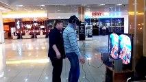 Шутник и Oculus Rift Oculus Rift Prank