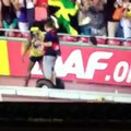 Usain Bolt investito da un cameramen / Usain Bolt accident with cameramen