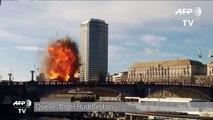 Und Action: Bus explodiert auf Londoner Brücke