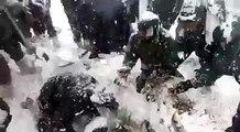 Un soldat indien retrouvé vivant après 6 jour passés enterré dans la neige après une avalanche