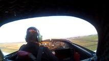Ce pilote pose son avion d'urgence dans un champs près de l'aéroport pour éviter le crash