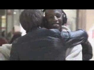 Free Hugs - Paris - Campagne contre la discrimination