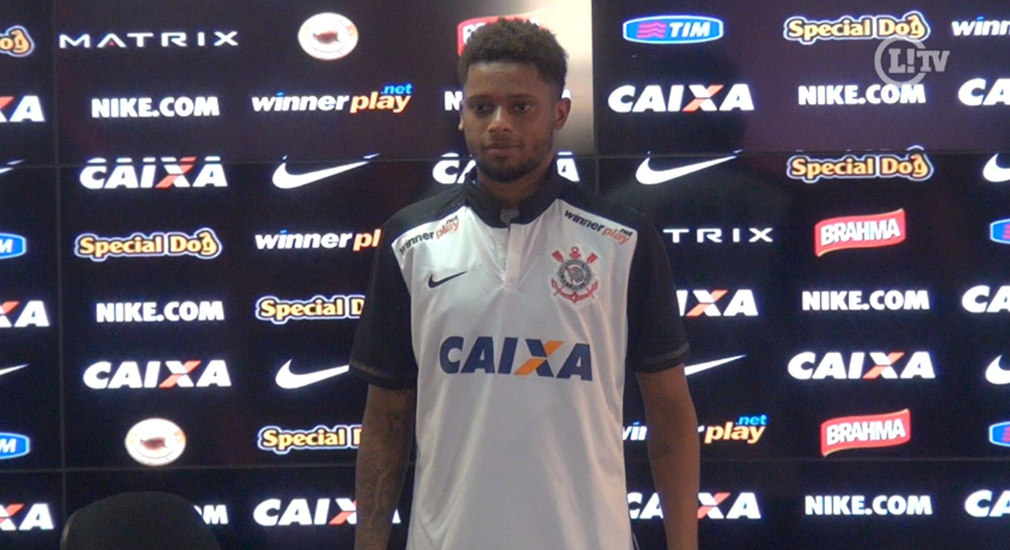 André é apresentado no Corinthians e quer esquecer polêmicas fora de campo