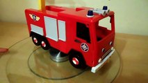 FIREFIGHTER Fireman Sam WITH HIS JUPITER FIRE ENGINE TOY