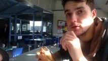 Il mange un petit charolais de McDo, ce qu'il trouve à l'intérieur est incroyable !