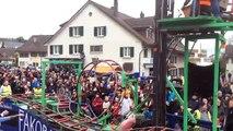 Char de carnaval montagnes russes