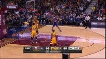 LeBron James détruit les partie intimes de D'Angelo Russell... Douloureux moment de NBA