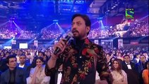 See How Irfan Khan Started to Insult Shahrukh Khan During Filmfare Awards Show