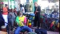 Music : Stevie Wonder surprend un groupe de musique reggae !