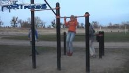 Amazing Girl Does 25 Pull Ups