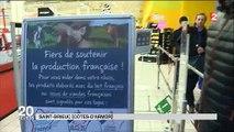 Des agriculteurs en colère après la grande distribution prennent à parti le patron d'un Carrefour - Regardez