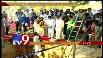 Telugu States CMs busy with foundation stone laying ceremonies