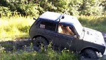 Lada Niva 4x4 Extreme Off-road Fails in Mud 2015 Compilation