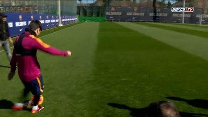 Barcelone - Le but surréaliste de Messi à l'entrainement