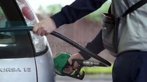 Oil Prices Fall on Oversupply Concerns After US Crude Stocks Hit Record
