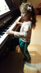 5 year old Xuanxuan's piano paddle attempt