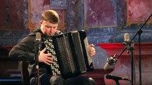 Un musicien surdoué joue les 4 saisons de Vivaldi à l'accordéon