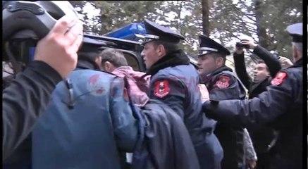 Ndërtimi i parkut, Policia shoqëron protestuesit nga shoqëria civile- Ora News-Lajmi i fundit