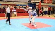 Combate entre Eva y Marta Calvo en el Campeonato de España de Taekwondo 2016