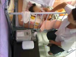 Enfermeira agride menor com paralisia cerebral