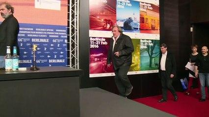 Depardieu critique le festival de Cannes et Hollande