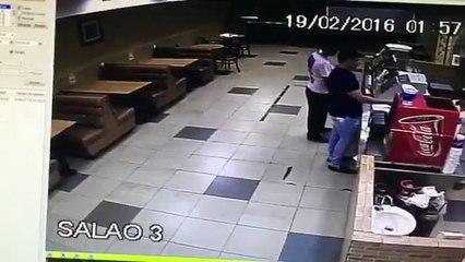 Il tente de braquer un fast-food et tombe sur un policier