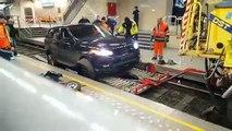 Range Rover dégagée des rails de la Gare du Midi (Bruxelles)