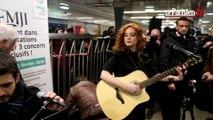 Emji de retour dans le métro où elle dévoile son nouvel album