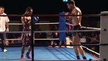 Il reste KO debout après un énorme coup de pied retourné en Muay-Thaï