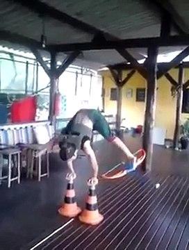 Amuda Kalkarak Ayağındaki Okla Hedefi 12'den Vuran Kadın - Dailymotion Video