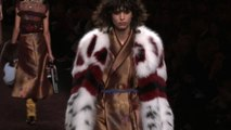 Per Fendi rouches, fiori, colori e pelliccia grande protagonista