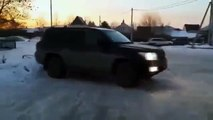 Off road Drifting Toyota Tundra vs Toyota Land Cruiser 200