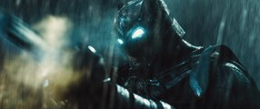 "Batman v Superman - ""Stay Down!"" clip"