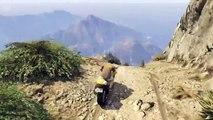 Une cascade à peine croyable avec une moto dans le jeu GTA V