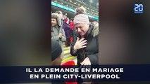 Il la demande en mariage en plein City-Liverpool