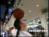 Jonglage avec ballon de basket