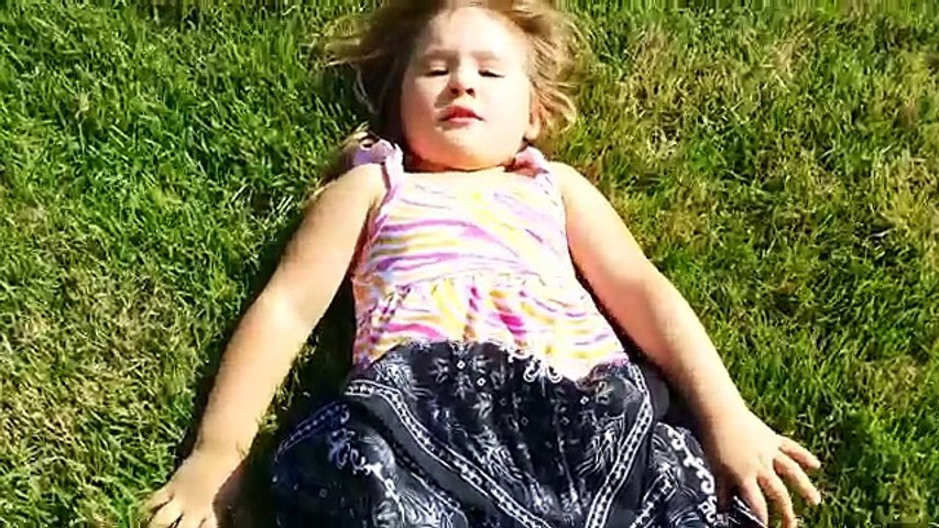 Prank Fail on Girl - Kids Swim in The Pool - Baby Surprised By Spider