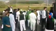 Cameras Snatched and break the Media Car screens after Mumtaz Qadri funeral ! Due To Blackout Of