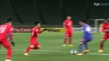 Un gardien vietnamien arrête un penalty et marque contre son camp