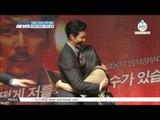 Lee Jung Jae, free hug to celebrate  [ASSASSINATION] (영화 [암살] 815만 관객 돌파, 이정재 프리허그로 화답)