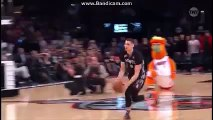 Zach Lavine Between Legs Free Throw Line Dunk - NBA Slam Dunk Contest 2016 (News World)
