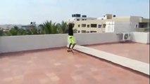 Aşırı Yüksekten Havuza Atlamak - Dailymotion video