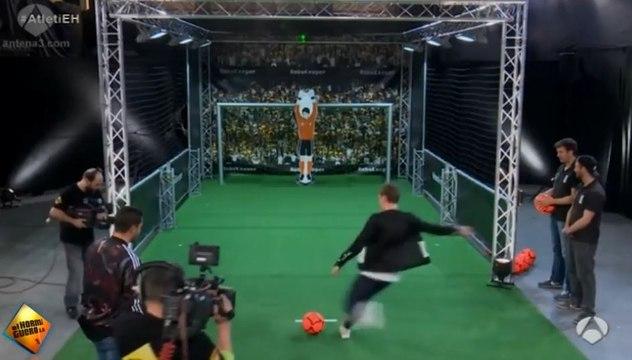 Antoine Griezmann affronte un gardien robot