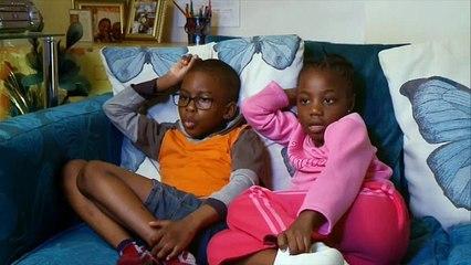 Gogglesprogs Briten Beobachten Kinder Beim Fernsehen