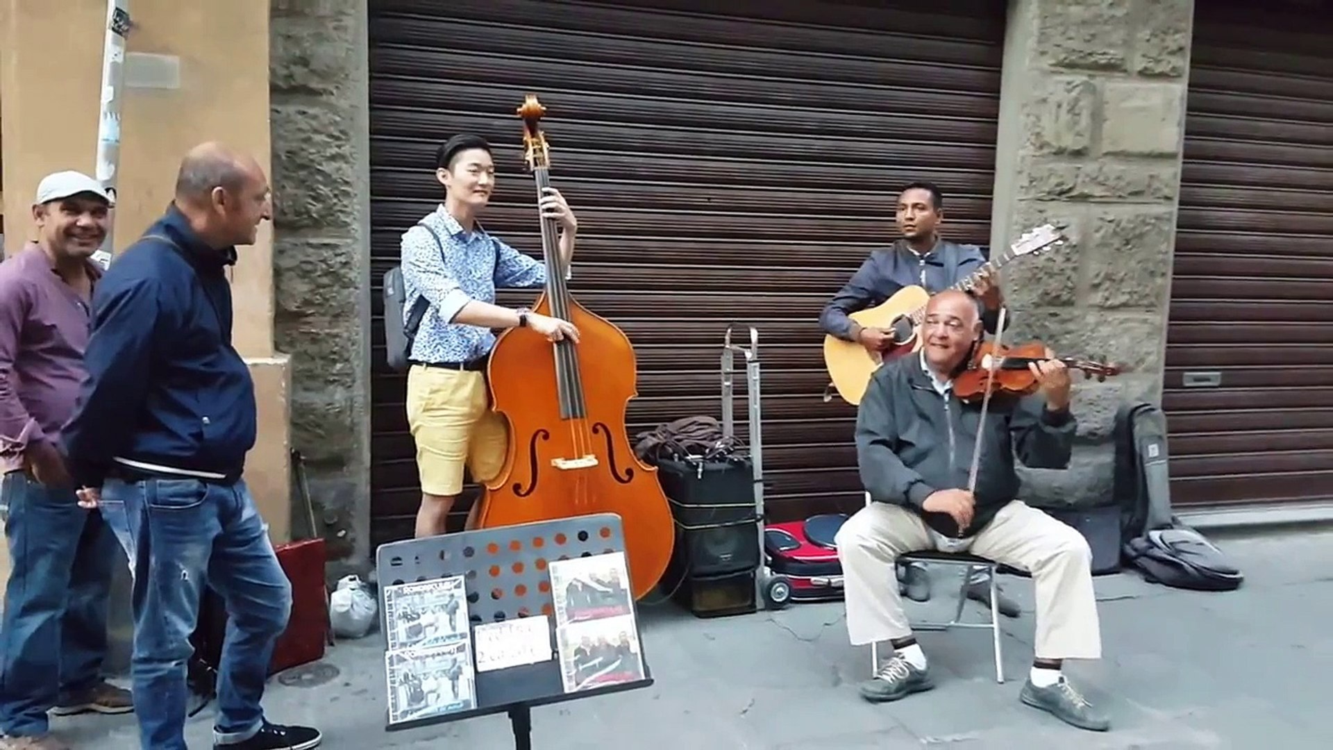 A Random Tourist Asked To Join These Street Musicians… 17 Seconds Later I Was In Heaven.