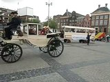 Rijtuigen van het nationaal Rijtuigmuseum op de Grote Markt in Groningen