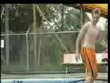 Salto arrière dans une piscine...