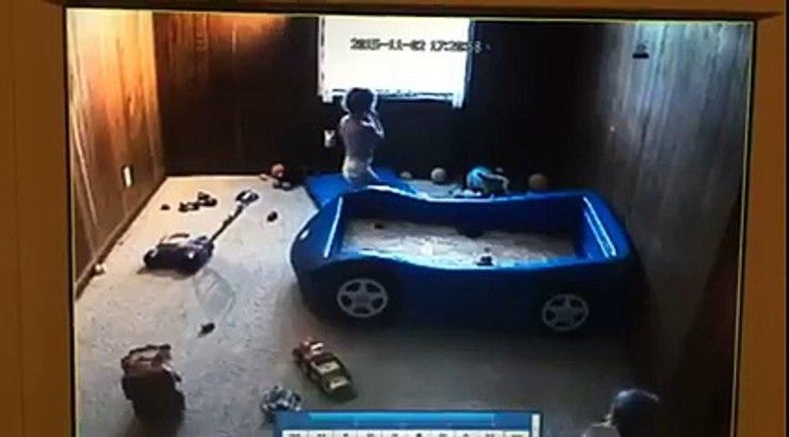 Voyant des bleus sur ses enfants, il soupçonne sa femme… Il cache une caméra qui dévoile une vérité infâme !