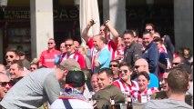 Des supporters de Foot se moquent de mendiantes en les faisant courir après des pièces à Madrid - PSV Eindhoven